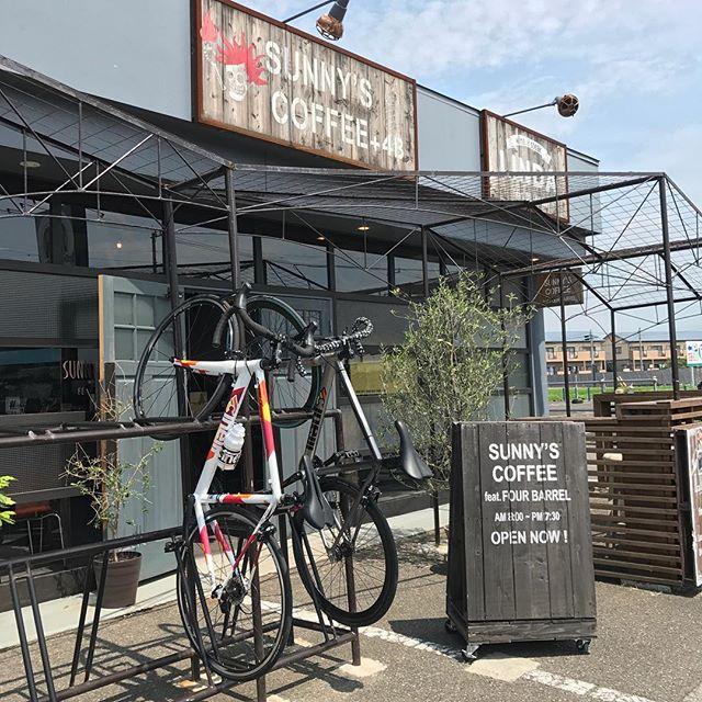 おはようございます!梅雨も明けてサイクリングがぴったりな季節になりましたね️サイクルスタンドも用意してありますので、自転車乗りの方は是非!!! #cafe #coldbrew #coffee #coffeeshop #roadbike #cinelli #cinellimash #sunnyscoffee
