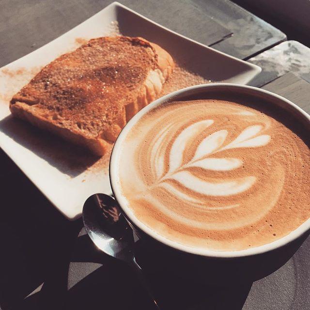 おはようございます!Sunny's coffeeです️今日もいい天気ですね!昨日と違って風もなく、日差しがとても暖かいです!そんな日は当店の厚切りトーストなんていかがですか?コーヒー付きで600円の所+200円でラテにも変更出来ます!是非お越しくださいちなみに営業時間は9時から18時となります!#Sunny's coffee #サニーズコーヒー #栃木#大田原#厚切りトースト#ラテ#モーニング#シナモンシュガー