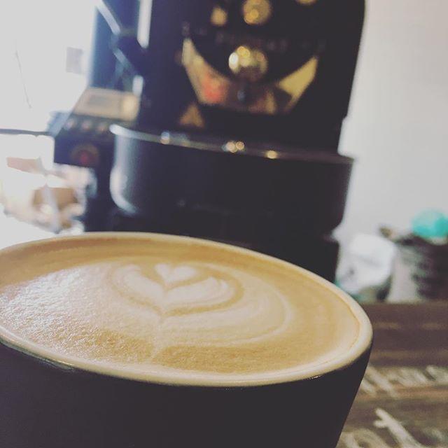 おはようございますSunny's coffeeです️昨日に続き今日もいい天気になりましたね!いい朝を迎えるために当店のホットラテはいかがですか?今日も一日張り切って行きましょう!#Sunny's coffee#サニーズコーヒー#栃木#大田原#カフェ#モーニング#ラテ#晴天#コーヒー#朝一番