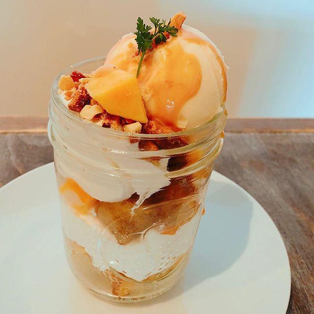 こんにちは!Sunny's coffee 大田原店です。3月19日・20日の2日間限定デザート「キャラメルバナナのミニパルフェ」はいかがですか?バナナのケーキの甘さと、キャラメル・ナッツのほろ苦さがとてもよく合います。・是非お召し上がりください!・#sunnyscoffee #サニーズコーヒー #キャラメルバナナ#キャラメルバナナのミニパルフェ #キャラメルバナナパルフェ #キャラメルバナナ #パルフェ #パフェ #コーヒー #ラテ#大田原 #栃木県 #カフェ