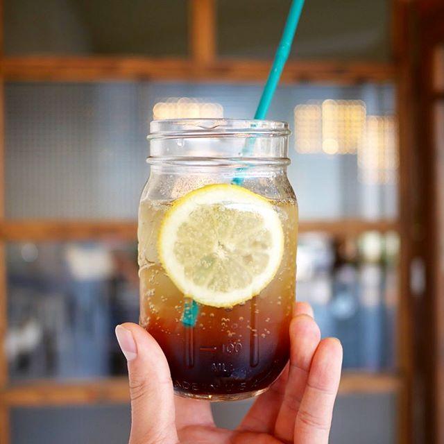 こんにちは!今年も登場「カスカラフィズ」!コーヒーチェリーの果肉を乾燥させてできるカスカラで、炭酸のさわやかドリンクを作りまさた。甘酸っぱく、プルーンのような風味のフルーティーなドリンクです。カフェインが入っていないので、カフェインが気になる方にもオススメ!・蒸し暑いこの季節にいかがですか?・#サニーズコーヒー #コーヒーチェリー #コーヒー #カスカラ #カスカラフィズ #プルーン #さわやかドリンク #大田原 #大田原カフェ #栃木県 #栃木県カフェ #sunnyscoffee #coffee #cascara #cascarafizz #japancoffee