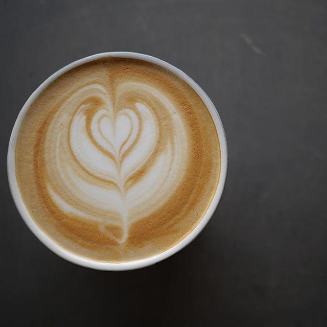 こんにちは!本日もsunny'scoffeeは18時まで営業しております!夜のLINDAも18時〜21時まで営業しておりますので、お立ち寄り下さい!#coffee #lunch #sunnyscoffee #espresso #latte #latteart