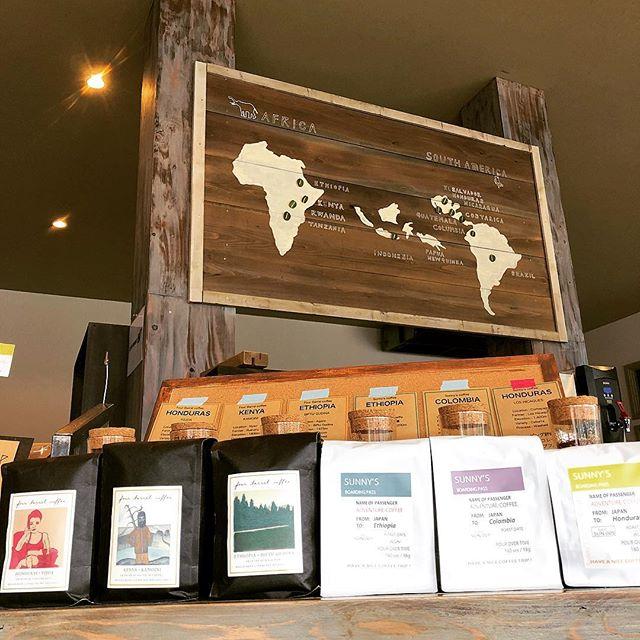 おはようございます!サニーズコーヒーです!今日も暑くなりそうですね!ランチ、ケーキセットの本日のコーヒーは、four barrel coffeeのEthiopia/Biftu Gudinaです。当店では豆の販売も行っています。エチオピアは自家焙煎のEthiopia/Gotitiと2種類ご用意しておりますので、飲み比べもおすすめですよ!お気軽にお立ち寄りください^ ^・#sunnyscoffee #coffee #fourbarrel #late #cafe #ethiopia #espresso #コーヒー#サニーズコーヒー #カフェ#自家焙煎#コーヒー豆販売 #エチオピア