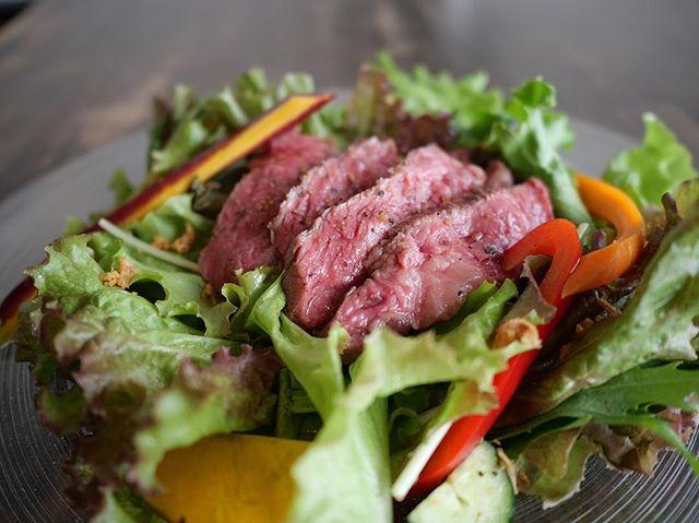 18:00〜21:00LO・LINDA食べ応えのあるステーキと、カラフルな野菜がのった、ステーキサラダはいかがですか?お肉とワインの相性も抜群です。是非ご利用ください!火曜、水曜休み(8月のLINDAのお休みは、1、7、8、16、20、21、22、28、29日となっております)予約可