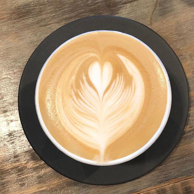 こんにちは!Sunny's coffeeのある栃木県大田原市は、雨が降っていて少し肌寒く感じます。・そんな日には、ホットラテを飲みながらゆっくり過ごすのもいいですね。・ご来店お待ちしております。・#サニーズコーヒー #サニーズ #コーヒー #ラテアート #ラテ #ホットラテ #モーニング #カフェ #コーヒー屋 #コーヒー豆 #コーヒー豆販売 #sunnyscoffeefeatfourbarrel #sunnyscoffee #coffee #latteart #latte