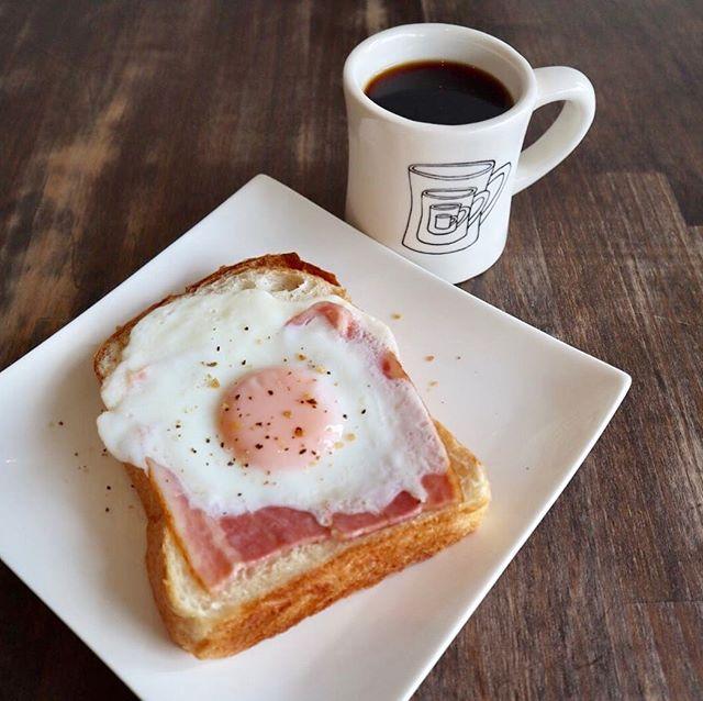 おはようございますサニーズコーヒーです!本日より、誠に勝手ながら、平日は10時オープン18時クローズとなっております。金曜、土曜は20時までカフェメニューが利用できるようになりました!!•モーニングメニューもリニューアルしました!•サニーズモーニングセット¥700(セットドリンク付き)薫り高い食パンにオリジナルのソースとベーコンエッグをのせました。シンプルですが、コーヒーとよく合います!1日の始まりにいかがですか?・#sunnyscoffee #cafe#coffee#espresso#コーヒー#カフェ#モーニング#栃木カフェ#ベーコンエッグ #トースト