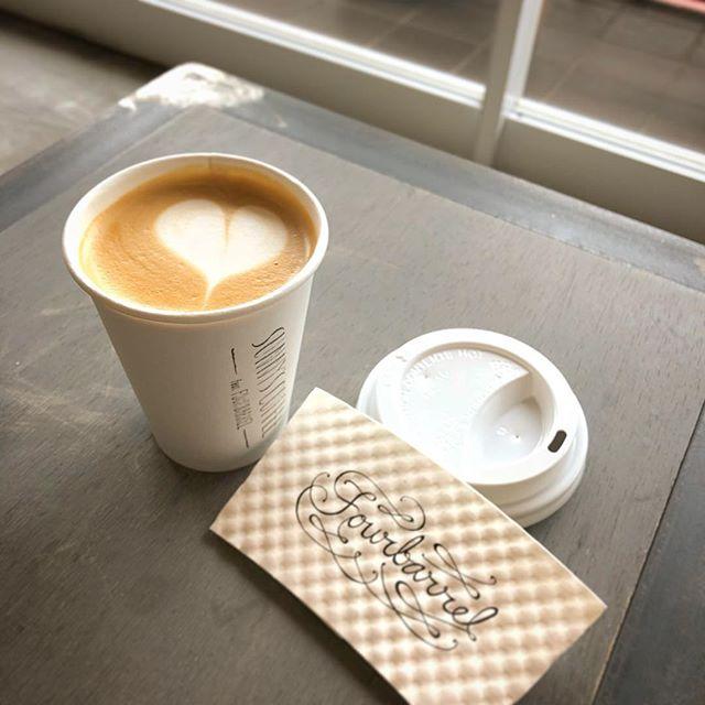 今朝の大田原は少し肌寒いですね。そんな日には、温かいラテはいかがですか?テイクアウトもできますので、お気軽にお立ち寄りください^^・#sunnyscoffee #fourbarrelcoffee #4b#sanfrancisco #coffee#cafe#latte#cappuccino #espresso#カフェ#コーヒー#朝コーヒー#モーニング#ホットラテ#ラテアート#カプチーノ#テイクアウト#大田原#珈琲豆販売
