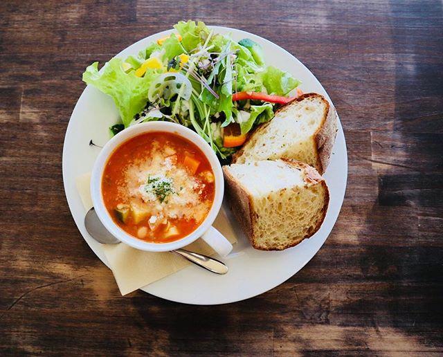 こんにちは!新しくメニューが加わりまして、本日のスープセット〝ミネストローネセット〟が始まりました!沢山の季節の野菜と共に、トマトの酸味が効いているスープは身体が温まるスープとなっております!本日のスープセットは日替わりになるので、是非ご来店お待ちしております!.#サニーズコーヒー #自家焙煎#コーヒー #コーヒー豆 #コーヒー巡り #ラテアート  #ハーブティー #ランチ #ステーキ #スープセット #ミネストローネ#サンドウィッチ #生パスタ #クラムチャウダー #栃木県 #大田原カフェ #栃木カフェ巡り #大田原カフェ巡り #栃木ランチ #sunnyscoffee #coffee#espresso #cappuccino#latte #mocha #affogato